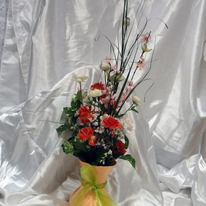 pink-red-floral-gift-arrangement