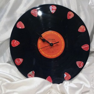 custom-guitar-pick-clock
