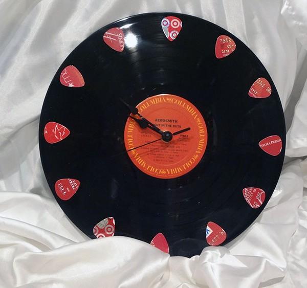custom-guitar-pick-clock