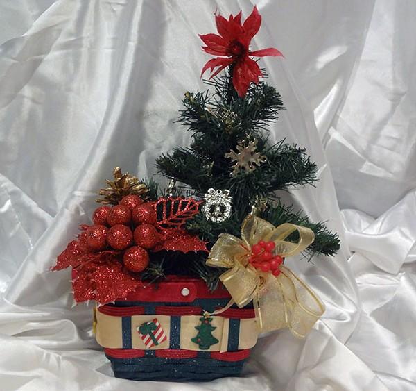 Christmas-mistletoe-basket-ornament