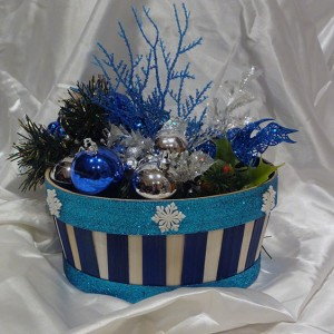 blue-white-christmas-ornamnet-gift-basket