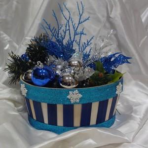 blue-white-christmas-ornamnet-gift-basket